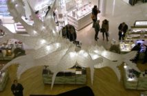 Ai Weiwei en vitrine