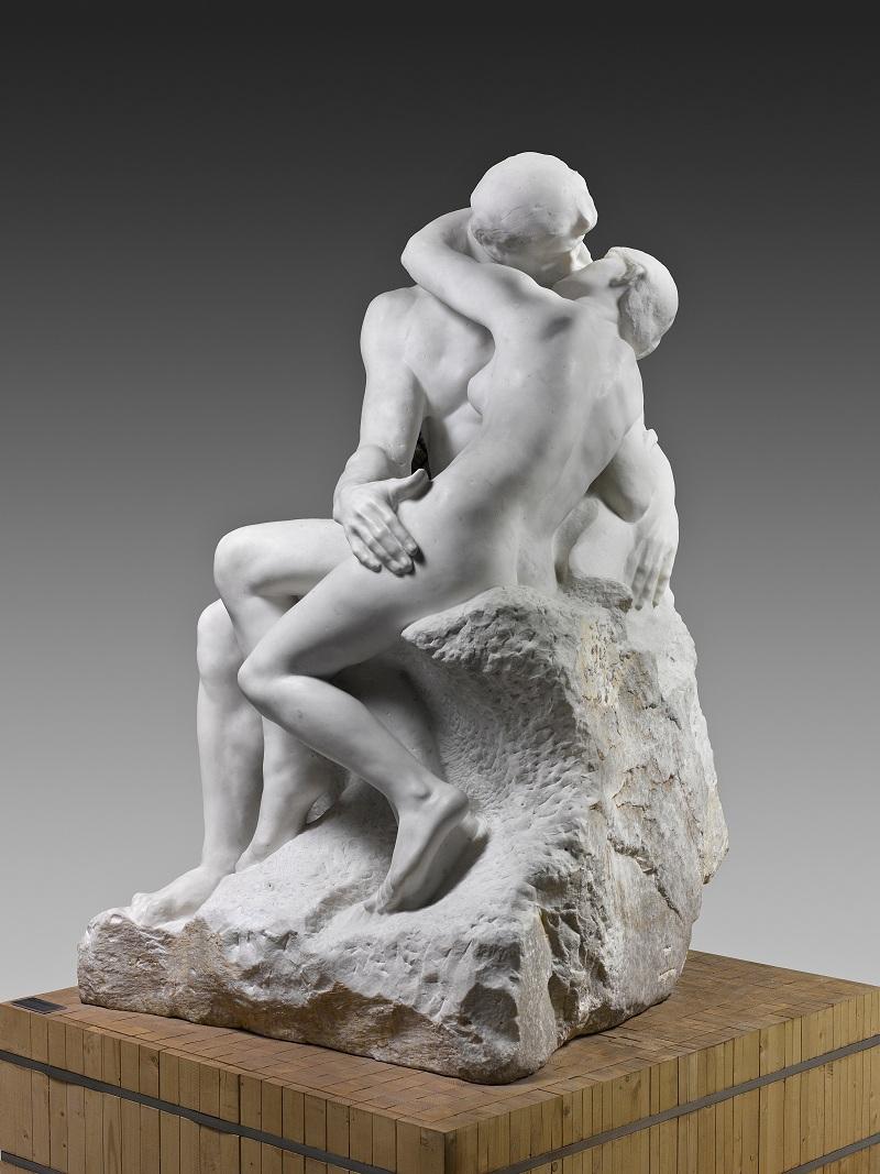 Auguste Rodin, Le Baiser, 1881-1882, marbre de Carrare ; 181,5 x 112,5 x 117 cm, Paris, musée Rodin. Commande de l'Etat, 1888. Affecté au musée Rodin, 1918 © Musée Rodin (photo Hervé Lewandowski)