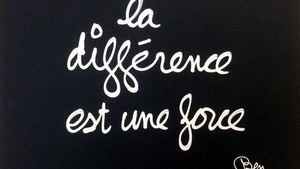 Ben-Vautier-n°-6109-La-différence-est-une-force-2000-Dessin-correcteur-blanc-sur-papierCatalogue-Raisonné-n°-9684-24-x-32-cm-©PN