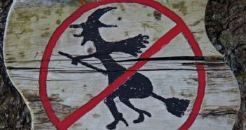©Pixabay witch-prohibition-441868_960_720 - Mid&Plus