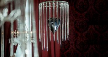 Françoise Pétrovitch, Cage en verre, 2010, verre soufflé, argenture et miroir, production CIAV, Meisenthal, 90 x 47 x 47 cm. © Photo _ Hervé Plumet. Courtesy Semiose, Paris © Adagp, Paris, 2020(1)