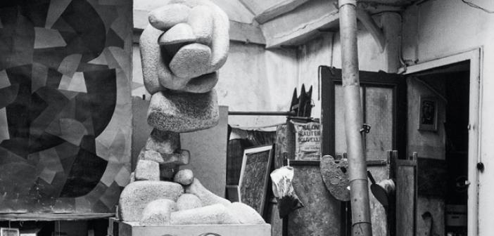 ©Exposition Freundlich Musée Montmartre 2020 - Willy Maywald, L'Atelier d'Otto Freundlich et de Jeanne Kosnick-Kloss, 38, rue Henri-Barbusse Paris, vers 1948, tirage photographique moderne, Association Willy Maywald © Maisons-Laffite, Association Willy Maywald Adagp, Paris 2020