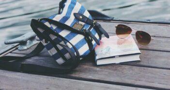 ©Adobe bag-801703_640-702x336 - Lire en été