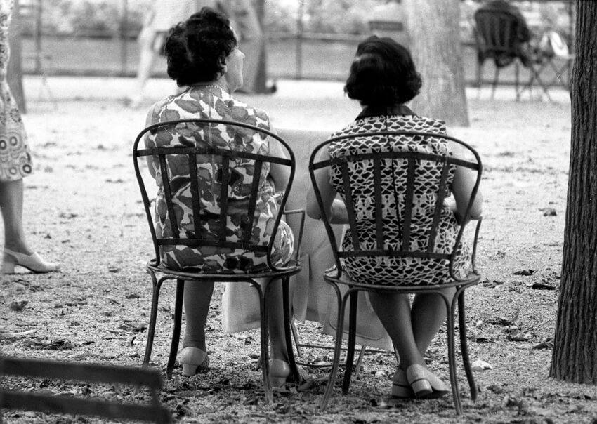 ©Serge Labrunie LES FEMMES ASSISES