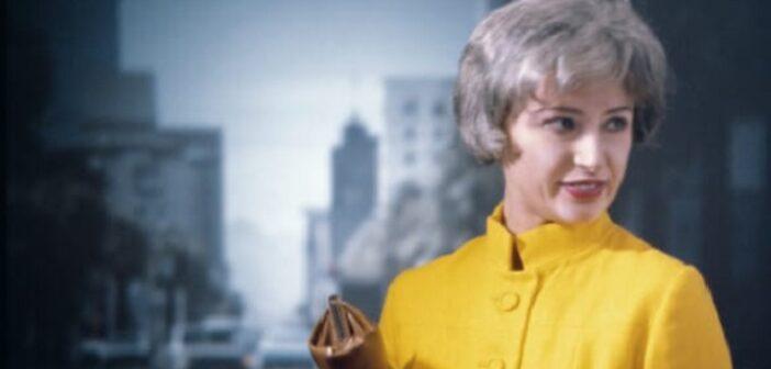 Cindy Sherman-Untitled #74, 1980-Épreuve couleur chromogène 40.6 x 61 cm-Barbara & Richard S. Lane.-Courtesy de l'artiste et Metro Pictures,-New York © 2020 Cindy Sherman